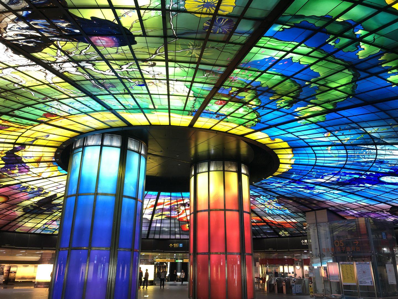 formosa-MRT-station-glasswork